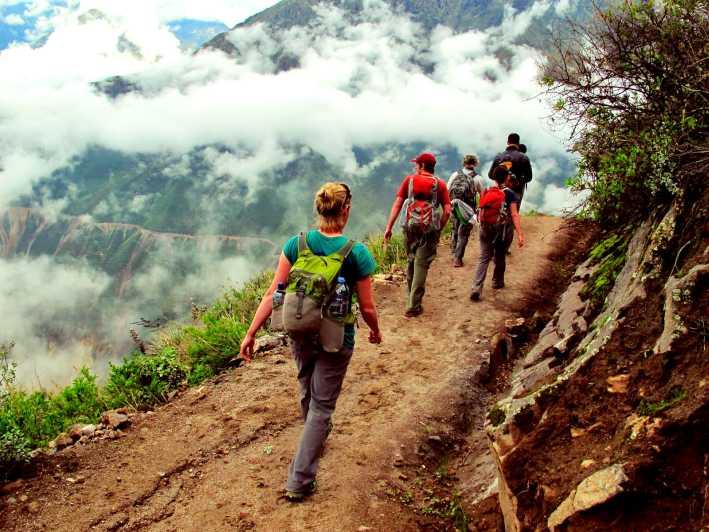 Trekking di Bogor Tempat Hiking di Bogor