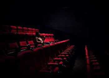 Tips Aman Nonton di Bioskop Saat Pandemi