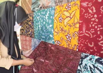 Batik Sewaru atau Klumprit dari Cilacap