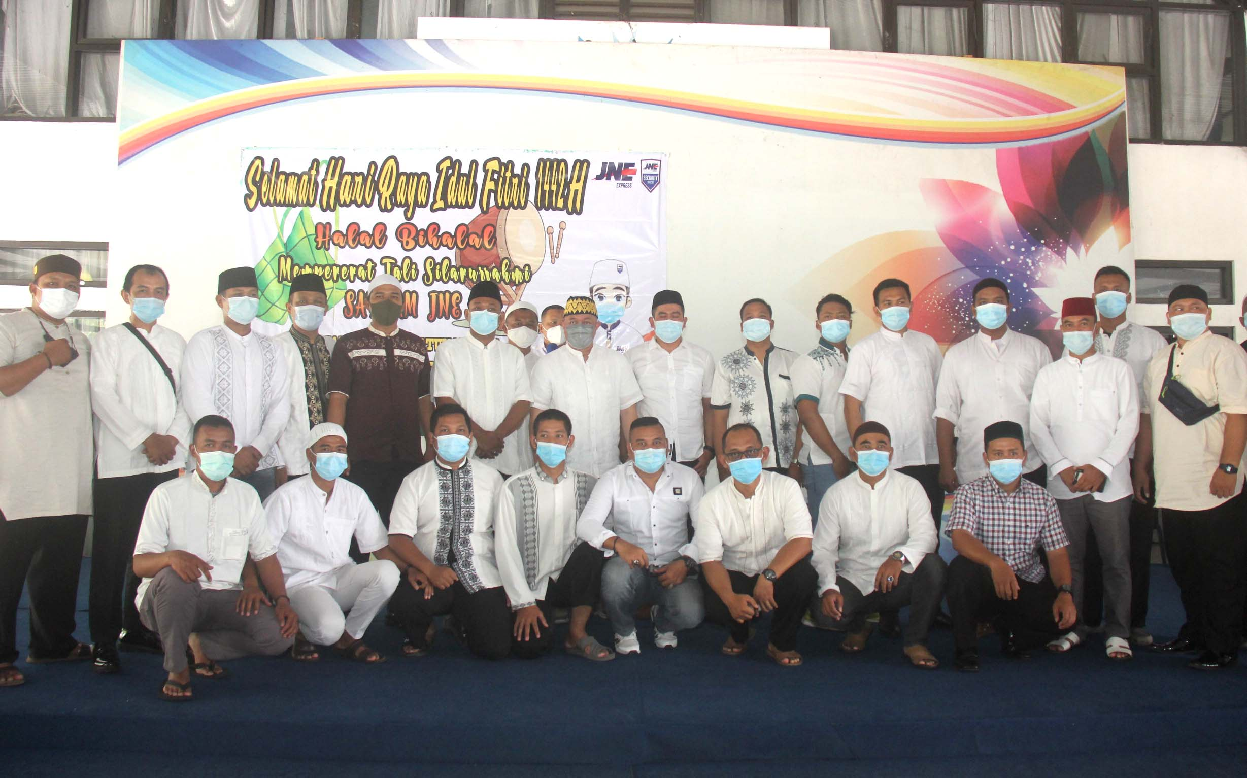 Sebanyak 60 petugas satpam JNE hadir dalam acara halal bi halal
