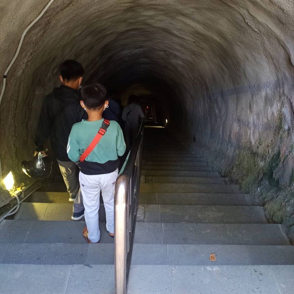 lubang Jepang tempat wisata bukittinggi