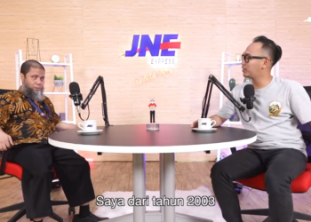 Pak Welly saat menjadi narasumber dalam podcast JNE Untold Story