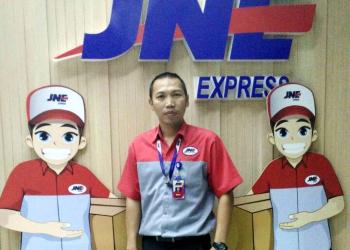 Branch Manager JNE Purwakarta Iwan Ridwan