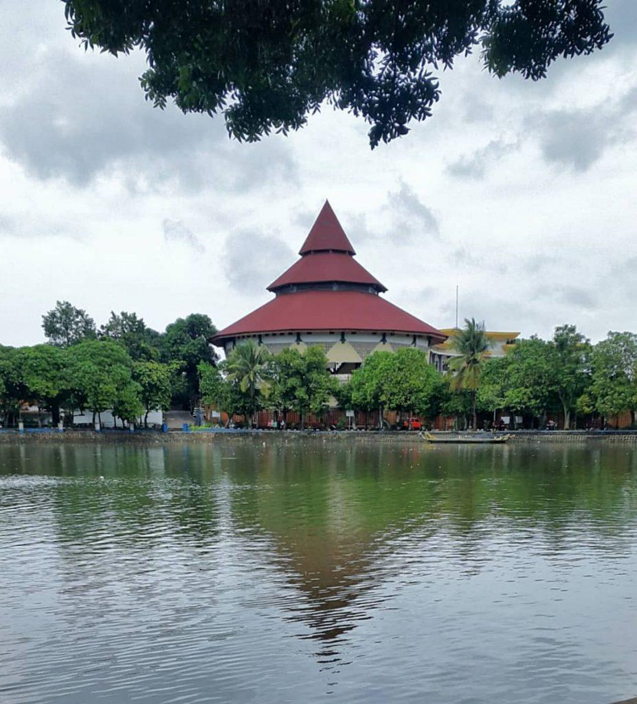perkampungan budaya betawi masuk 50 besar desa wisata
