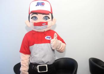 Si Joni adalah maskot kebesaran JNE yang sering ada di setiap acara atau event resmi perusahaan