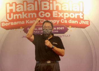 Kang Cheppy saat memberi motivasi dan pemaparan agar para peserta tidak ragu-ragu merambah pasar luar negeri karena akan di-support oleh JNE.